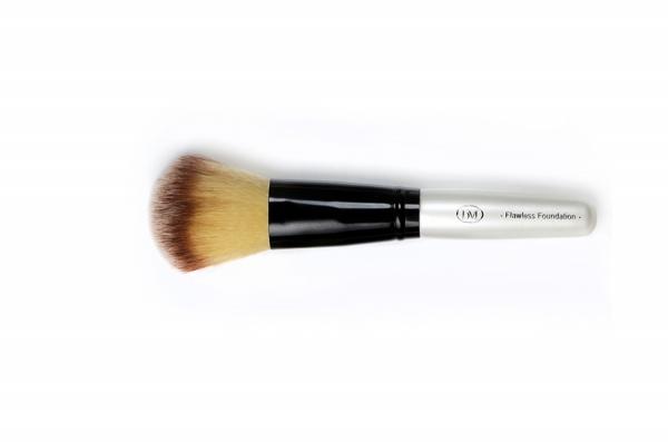 brush-foundation-1
